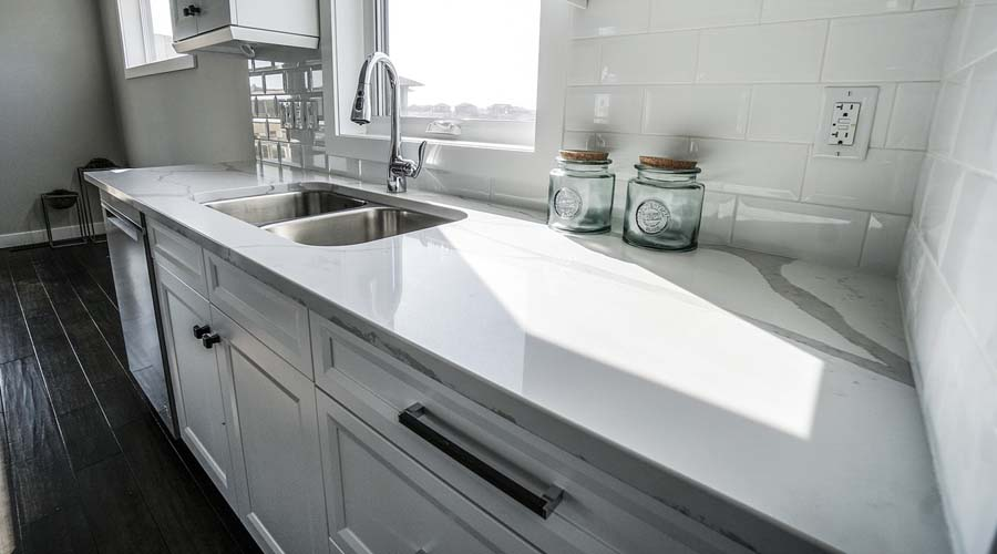 a clean and clear counter tops is a good way to keep your kitchen clutter free